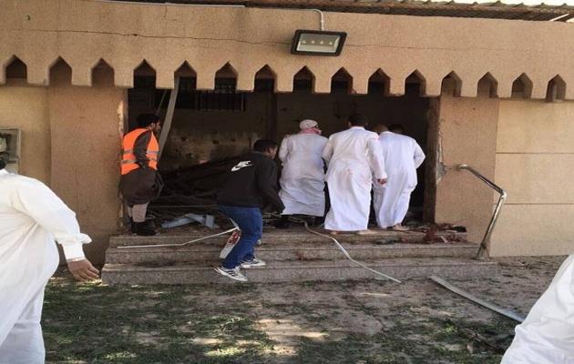 S.Arabistan'da camiye silahlı saldırı: Üç ölü