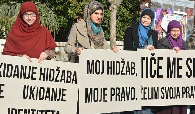 Bosna-Hersek'te başörtü yasağına karşı yürüyüş