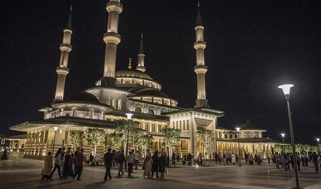 Cuma selası geleneği Millet Camii'nde başladı