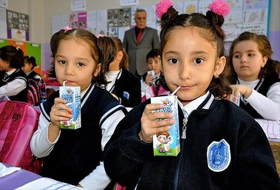 Öğrencilere 290 milyon kutu süt dağıtılacak