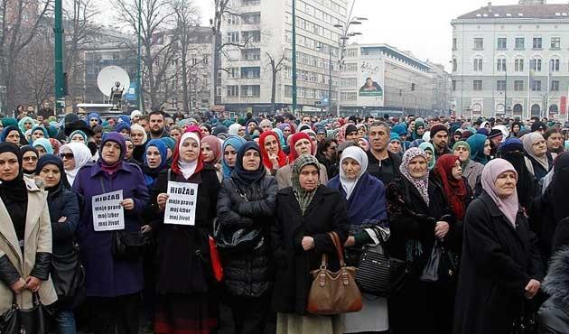 Saraybosna'da başörtüsü yasağına protesto
