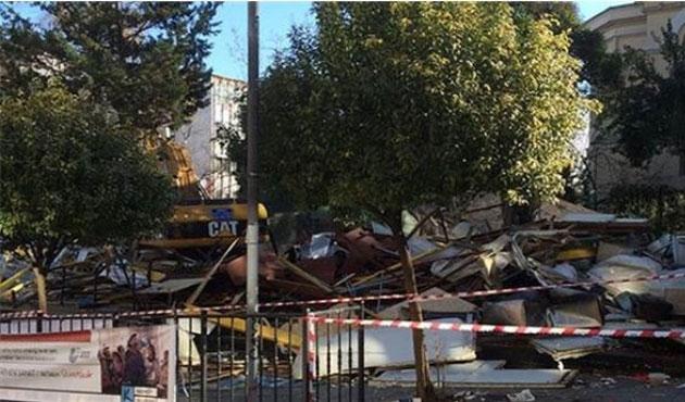 Kadıköy'de park alanına yapılan işyerleri yıkılıyor