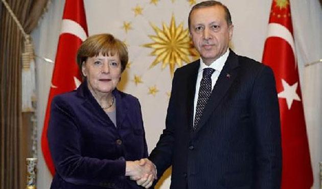 Merkel'den Erdoğan'a hakaret soruşturmasına izin