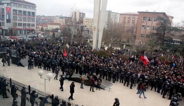 Kosova'da hükümet karşıtı protesto