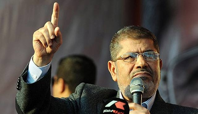 Mursi'ye üç yıl hapis cezası