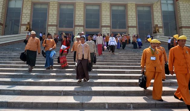 Myanmar'da ilk borsa Yangon'da açıldı