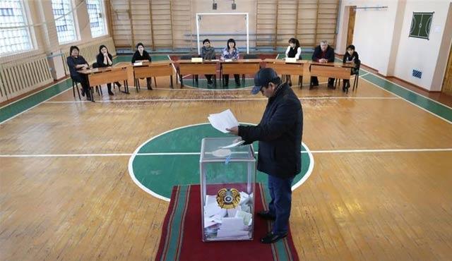 Kazakistan'da üç parti Meclis'te