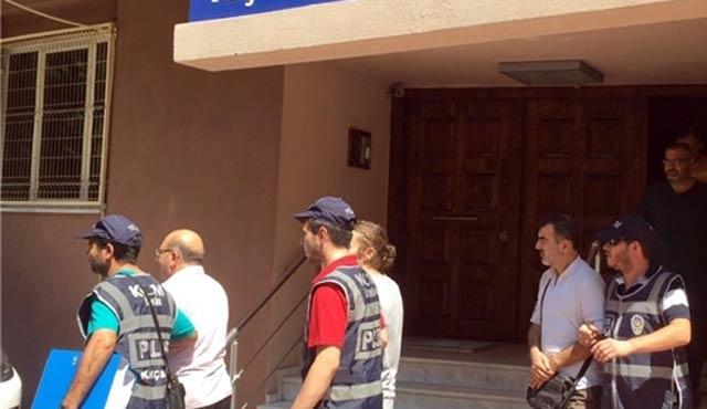 İzmir'de 13 göçmen kaçakçısı gözaltına alındı