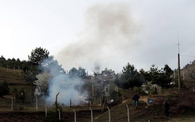 Mezarlıkta el bombası bulundu