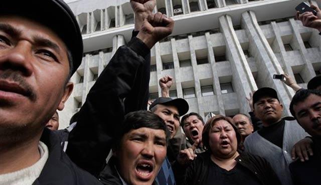 Kırgızistan'da muhalefet parti liderleri gözaltında