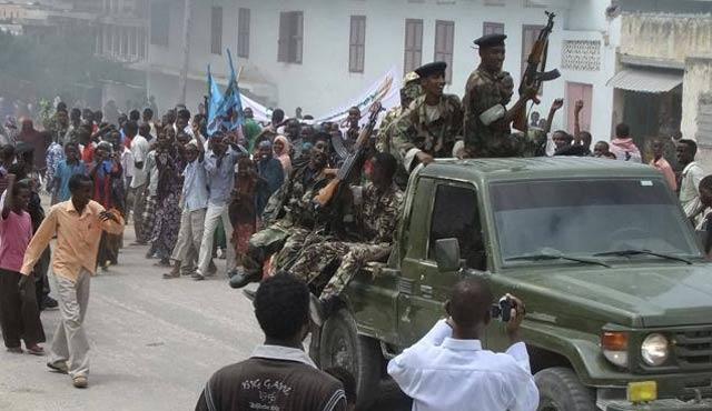 Somalili kabilelerin protestosu olaylı bitti