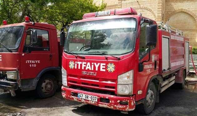 İtfaiye araçları çatışma bölgesinde mahsur kaldı