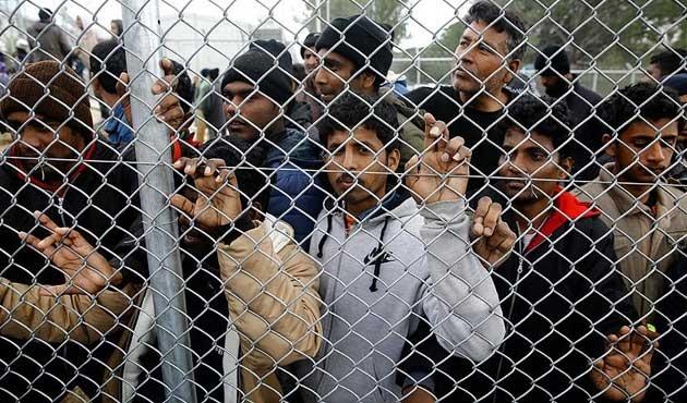 100 bin Suriyeli Türkiye'ye doğru kaçıyor