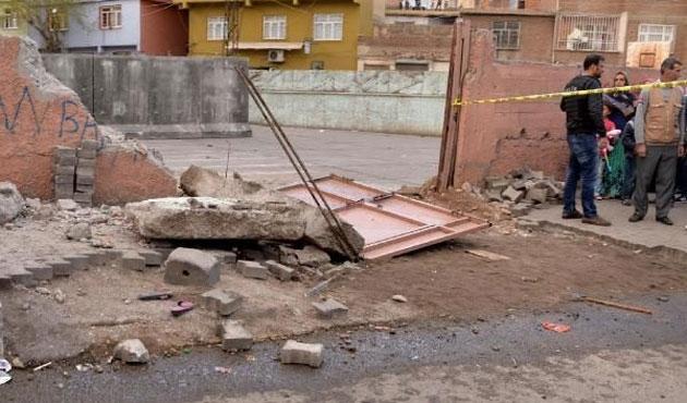 Vincin çarptığı okul duvarı yıkıldı; 2 çocuk öldü