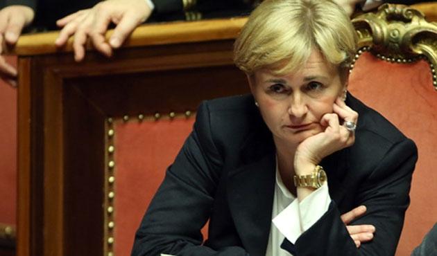 Kişiye özel yasa çıkarttıran İtalyan bakan istifa etti