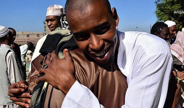 Hristiyanlara siper olan Kenyalı Müslümana ödül