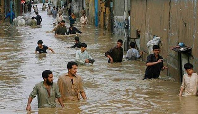 Pakistan'da selden ölüm rutin oldu