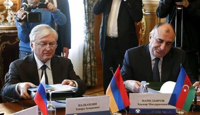 Rusya, Azeri ve Ermeni Bakanları tokalaştırdı
