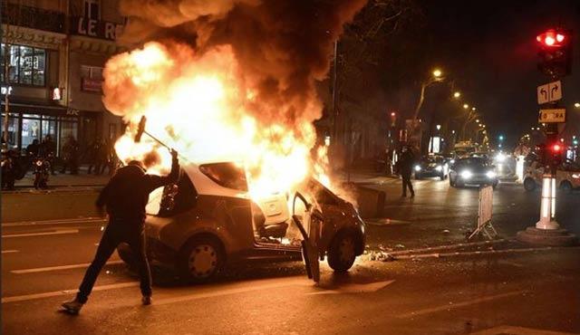 Fransız medyası Paris gösterilerine kör!
