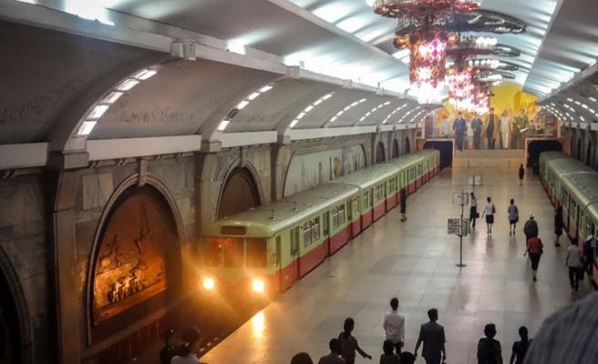 Metroda raylara itildiği iddia edilen kadın öldü