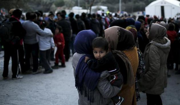 Yunan bakana 'sığınmacı' davası açıldı