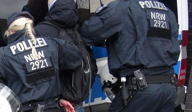 Almanya'da mültecilere saldırılarda rekor artış