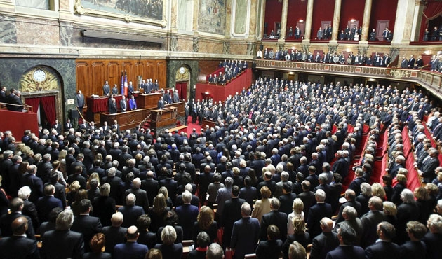Fransa'da tartışmalı çalışma yasası meclisten geçti