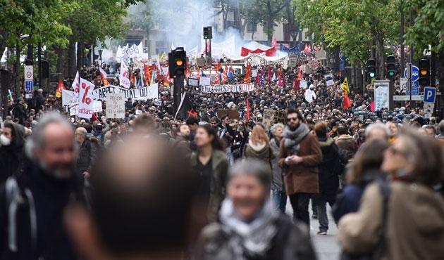 Fransa'daki protestolarda bini aşkın kişiye sorgulama