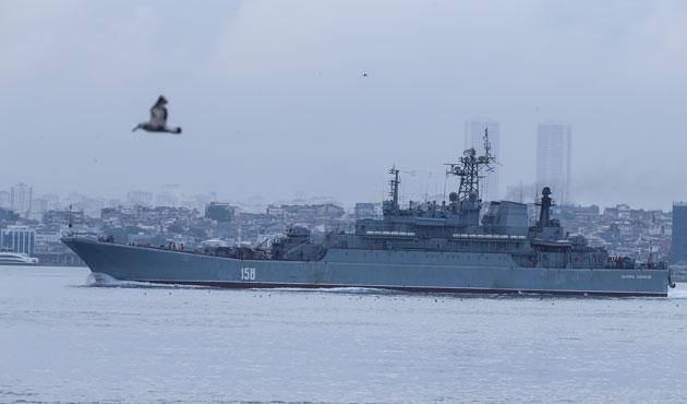 Rus gemisi boğazdan yine siper alarak geçti