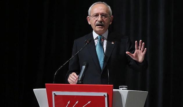 Kılıçdaroğlu sloganları eliyle susturmuş!