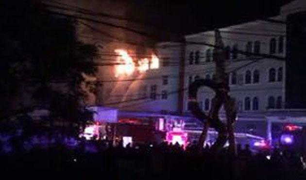 Çin'de savaş uçağı fabrika binasına düştü