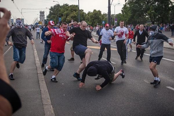 Moskova'da 200 kişi mezarlıkta kavga etti: 3 ölü