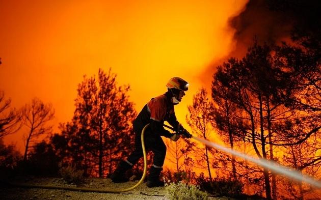 Avrupa'nın en büyük lastik deposunda yangın