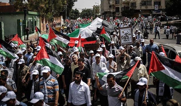Gazzeliler Nekbe'yi anmak için yürüdü