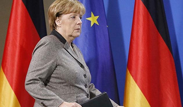 Merkel'in bürosuna domuz kafası bırakıldı