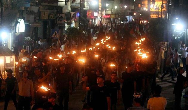 Ramallah'ta Nekbe için meşaleli yürüyüş