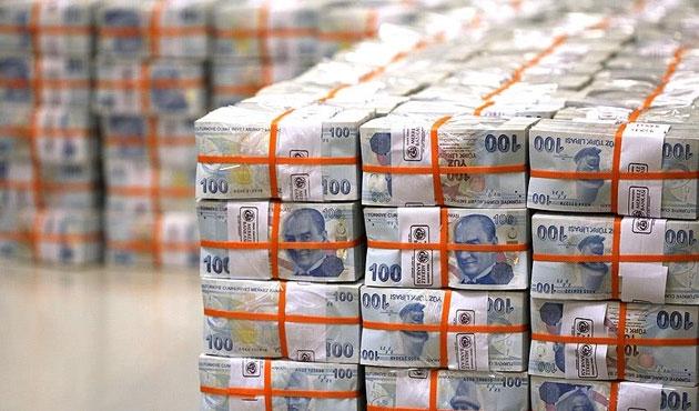 Bütçe Nisan'da 5,4 milyar lira fazla verdi