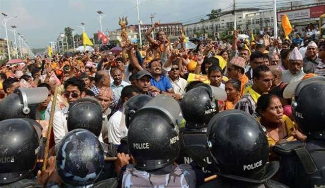 Nepal'de anayasa protestoları devam ediyor