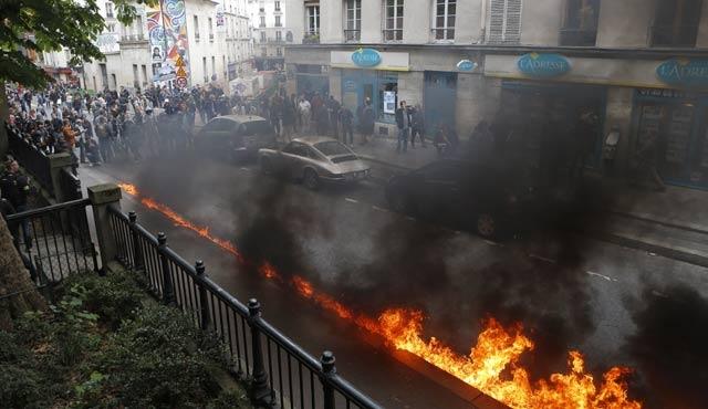 Fransa yanıyor, medyası susuyor