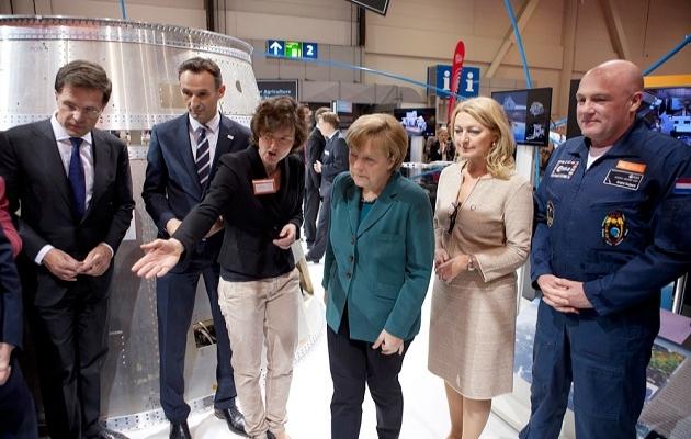 Merkel'den Uzay Ajansı'na ziyaret