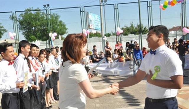 Özbekistan'da okulların yıl sonu kutlamaları yasaklandı