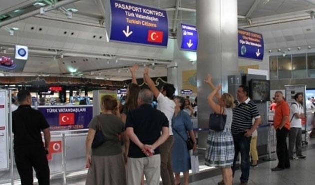 Sahte pasaportlu 98 Uygur yakalandı