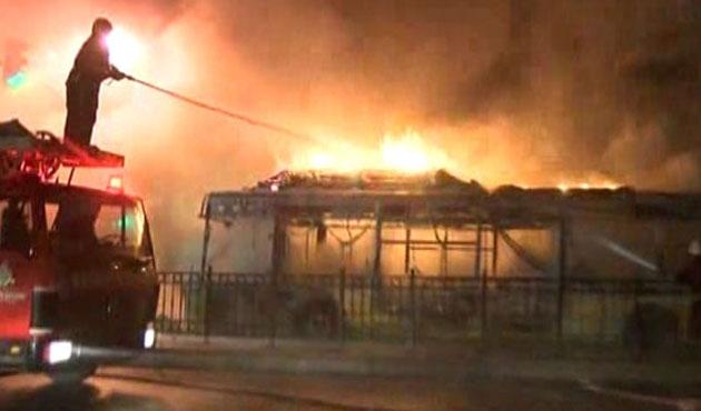 Sultangazi'de taksi şoförü öldürüldü, otobüs yakıldı