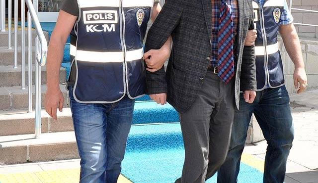 Paralel operasyonda 5 polis 3 öğretmen gözaltında
