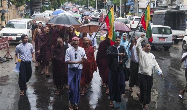 Myanmar'da Budistler Müslümanlara karşı yürüdü