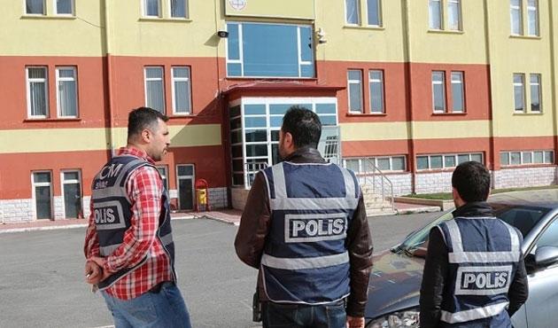 Karabük ve Şanlıurfa'da okullara kayyum