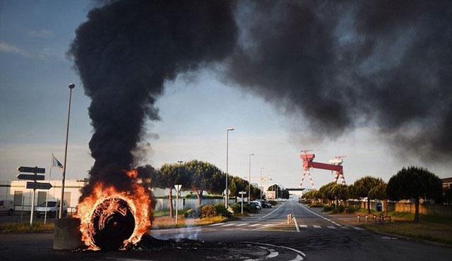 Fransa'da grev nükleer rafinerilere yayıldı