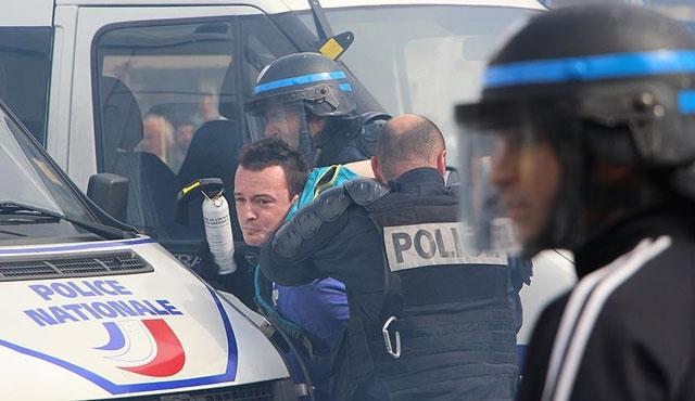 Fransız polisinden göstericilere sert müdahale