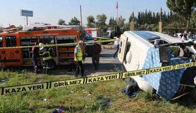 Öğrenci servisi kaza yaptı; 2 ölü, 14 yaralı