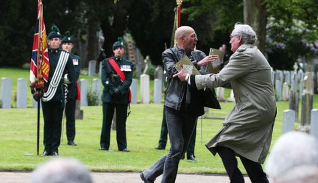 Kanadalı diplomattan İrlandalı göstericiye müdahale